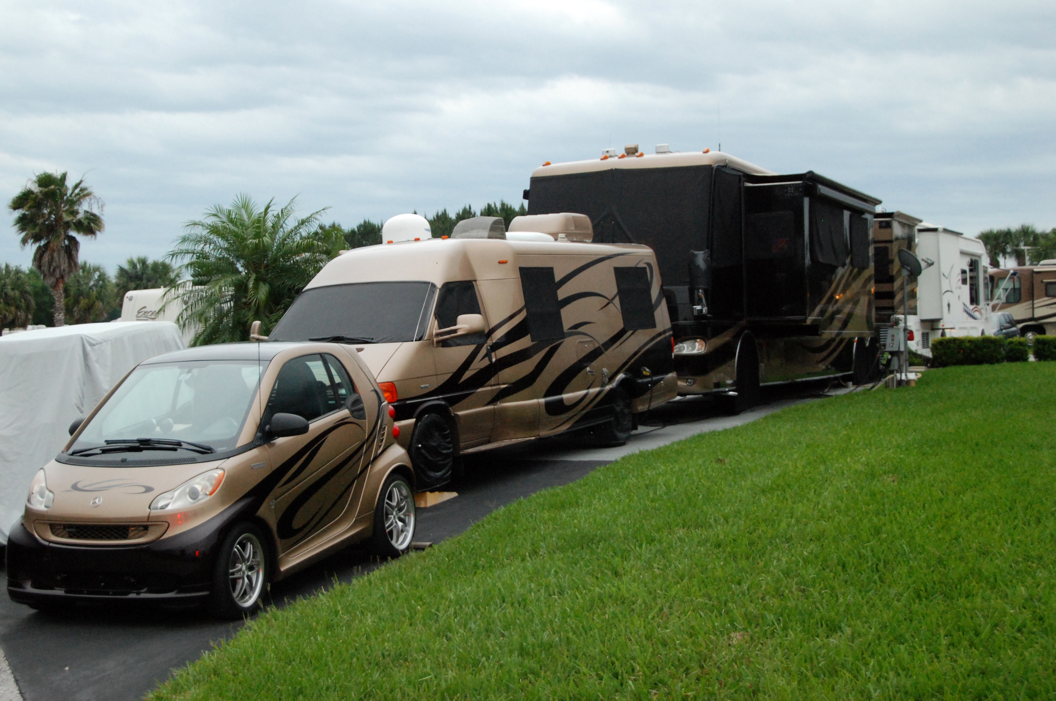 rv glamping tips shore looks nice many are downright ugly or plain we ve seen our share of custom paint jobs and it really spruces up the appeal some setups even have custom cars
